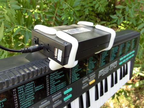 Keyboard battery holder