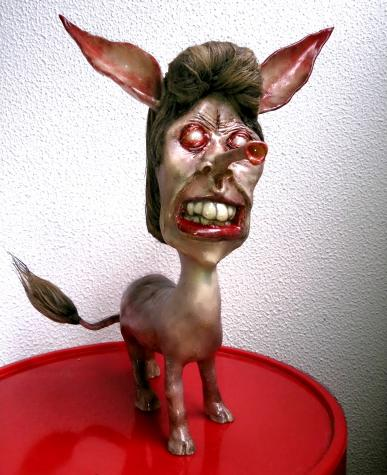 """Manilow"" sculpture"